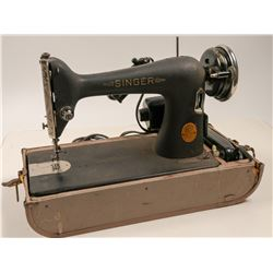 Sewing Machine (Vintage, Portable)  (105468)