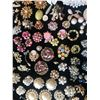 Image 2 : Faux Pearl Designer Costume Jewelry Grab Bag (125+ pieces)  (116150)