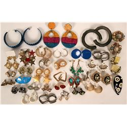 Vintage costume earrings  (115020)