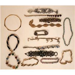 Vintage costume jewelry bracelets (lot 39)  (115175)