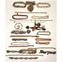 Vintage costume jewelry bracelets of various styles and colors (lot 24)  (114799)
