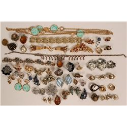 Vintage costume jewelry bracelets, earrings, necklaces (lot 34)  (114767)
