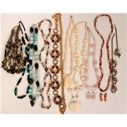 Vintage costume jewelry necklaces with stones (lot 13)  (114787)
