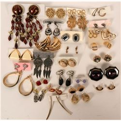 Vintage costume jewelry pierced earrings (lot 30)  (115012)