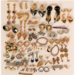 Vintage costume jewelry pierced earrings (lot 30)  (115013)