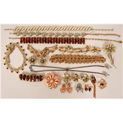 Vintage costume jewelry variety includes necklaces, bracelets and earrings (lot 20)  (115179)