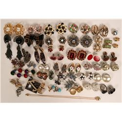 Vintage costume jewelry which includes earrings,lot 40)  (115178)