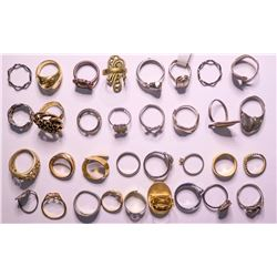 Vintage costume jewelry Womens Rings of various styles and sizes  (114806)