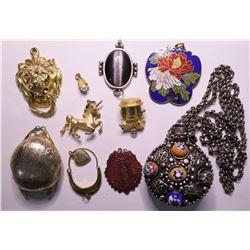 Vintage Designer Women's Costume Jewelry (Lot of 10)  (115168)