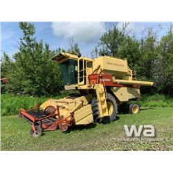 NEW HOLLAND TR85 COMBINE