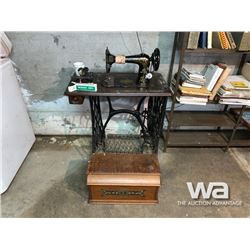 ANTQUE SINGER TREADLE SEWING MACHINE