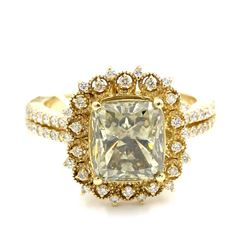 3.62 ctw Fancy Light Green and White Diamond Ring - 14KT Yellow Gold