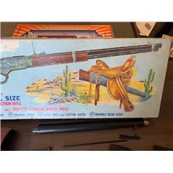 NO RESERVE 1950S RARE WESTERN SADDLE GUN HOBBY KIT
