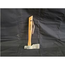 NO RESERVE HATCHET WITH GENUINE HICKORY HANDLE