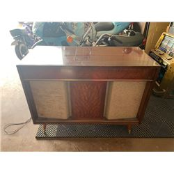 1960S VIKING BRAND HIGH FIDELITY STEREO AND VINYL RECORD PLAYER