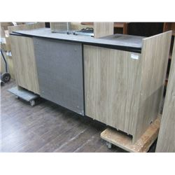 FRONT RETAIL COUNTER 82 INCHES LONG