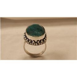 BEAUTIFUL 17 CT EMEARLD GREEN COLOR QUARTZ  RING