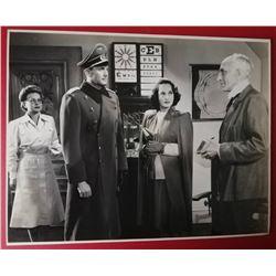CARL ESMOND, MERLE OBERON AND FRITZ LEIBER VINTAGE PHOTO.