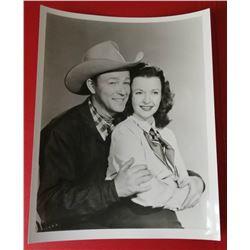 ROY ROGERS AND DALE EVANS VINTAGE PHOTO.