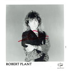 ROBERT PLANT SIGNED PHOTO (1948-).