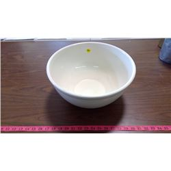 LARGE CERAMIC MIXING BOWL
