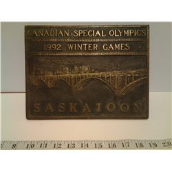 CANADIAN BRASSS PLAQUE SPECIAL OLYMPICS 1992 WINTER GAMES, SASKATOON
