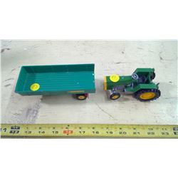 1/64 JOHN DEERE TRACTOR AND BRITAINS LTD TRAILER