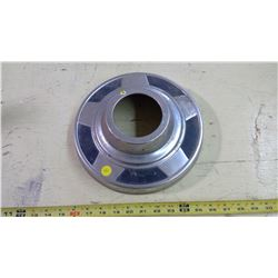 GM 1/2 TON 4 WHEEL DRIVE HUB CAP