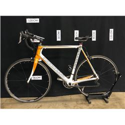 WHITE AND ORANGE CANNONDALE VITTORIA 20 SPEED ROAD BIKE WITH CLIP PEDALS, 60 CM FRAME SIZE,