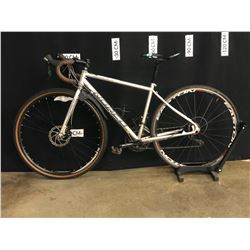 GREY NORCO SEARCH 20 SPEED HYBRID ROAD BIKE, FRONT AND REAR DISC BRAKES, REAR DISC MISSING BUT