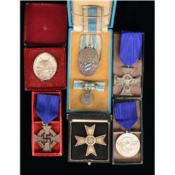 WWI & WWII GERMAN CASED MEDALS & BADGES.
