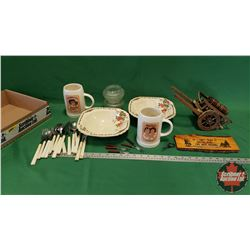 Tray Lot: Hires Ceramic Mugs, Celluloid Flatware, Décor Canon, 2 Wedgewood Trentham Bowl, etc