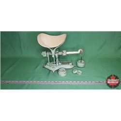 """Renfrew Scale Co."" Counter Top Beam Scale 30lb (Green/Cream) (May 21, 1915)"