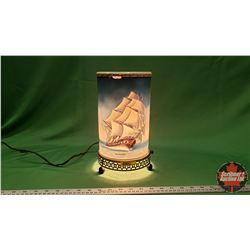 Vintage Motion Lamp : Sailing Ships (Some damage)
