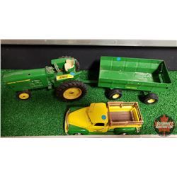 John Deere Toy Combo : Row Crop Tractor & Wagon (1/16 Scale) & 1950 Chev Pick-Up (1/24 Scale)