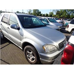 2000 Mercedes-Benz ML320