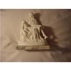 Pieta statue #862925