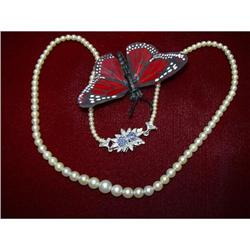 A BEAUTIFUL GRADUATED PEARL NECKLACE  #896435