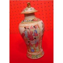 CHINESE EXPORT Rose Mandarin Garniture Vase #896587