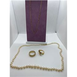 ONE STRAND OF ROUND WHITE CULTURED PEARLS, REP VAL $750.00, ONE 10KT YELLOW GOLD AND WHITE GOLD BAND