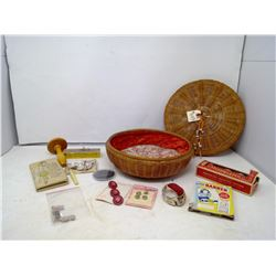 LOT OF VINTAGE SEWING ITEMS
