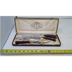 CARVING SET IN BOX