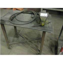 METAL BENCH WITH VISE