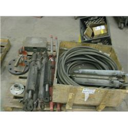 PALLET OF HYDRAULIC RAMS / HOSES AND PARTS