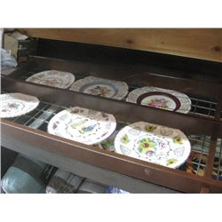 SET OF 6 DECORATIVE PLATES WITH PLATE STAND