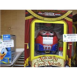 M AND M´S NUTCRACKER DISPENSER RED