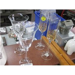 SET OF 2 ASSORTED WINE GLASSES AND CHAMPAGNE GLASSES