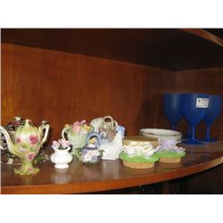 ASSORTED KITCHEN DECOR AND PLASTIC WINE GLASSES