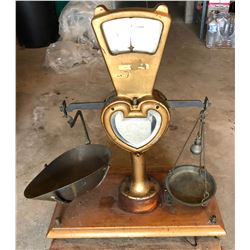 ANTIQUE COUNTER TOP CANDY SCALE