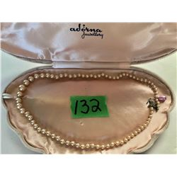 QUALITY SINGLE STRAND OF PEARLS IN CLAM SHELL BOX